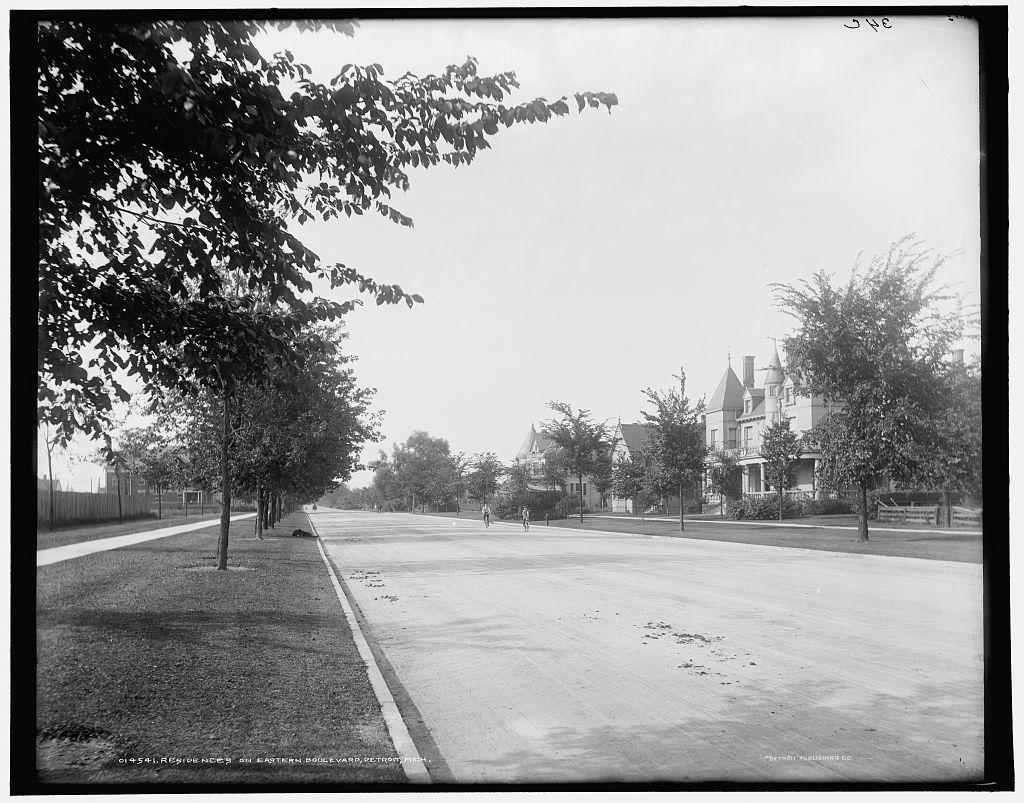 Residences on Eastern Boulevard [i.e. East Grand Boulevard], Detroit, Mich.
