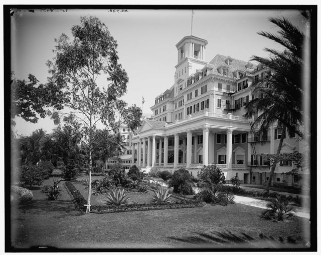 [The Royal Poinciana Hotel, entrance, Palm Beach, Fla.]