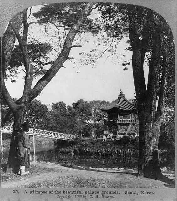 A glimpse of the beautiful palace grounds, Seoul, Korea