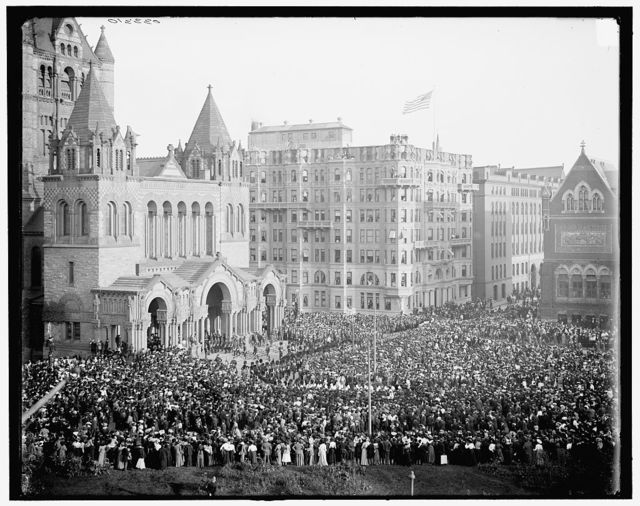 [Boston, Mass., London Honorables entering Trinity Church]
