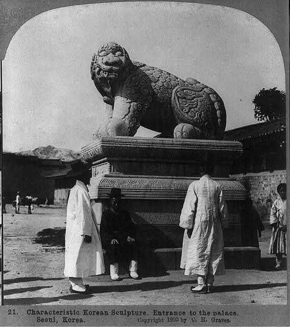 Characteristic Korean sculpture. Entrance to the palace, Seoul, Korea