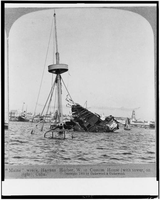 """""""Maine"""" wreck, Havana Harbor, W. to Custom House (with tower, on right), Cuba"""