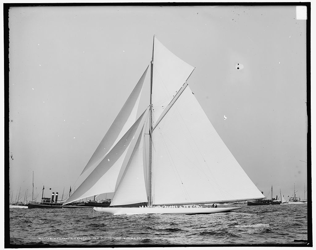 Reliance crossing the finish line, Aug. 25, 1903