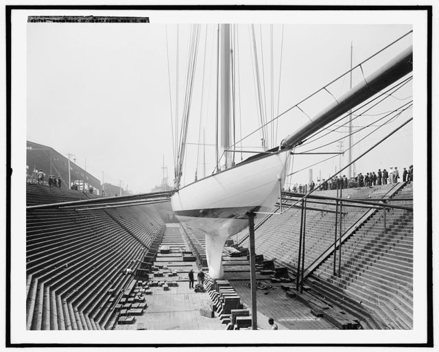 Shamrock III in dry dock [at Erie Basin], Aug. 17, 1903