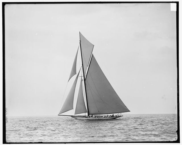 Shamrock III just after start, Aug. 27, 1903