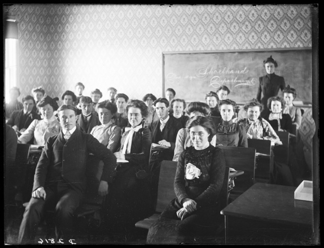 Students in the shorthand class at Broken Bow College.
