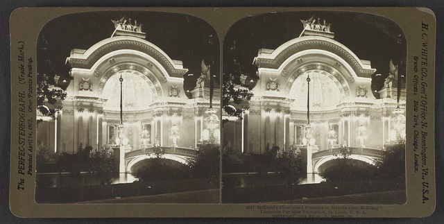 Brilliantly illuminated entrance to Manufacturers Building, Louisiana Purchase Exposition, St. Louis, U. S. A.