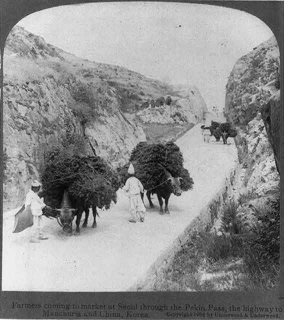 Farmers coming to market at Seoul through the Peking Pass, the highway to Manchuria and China, Korea