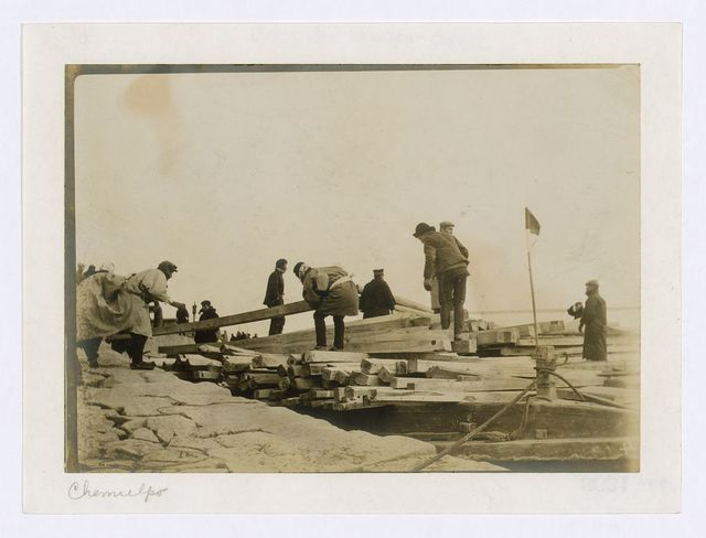 [Japanese removing timbers from lighters at Chemulpo for erection of runways]