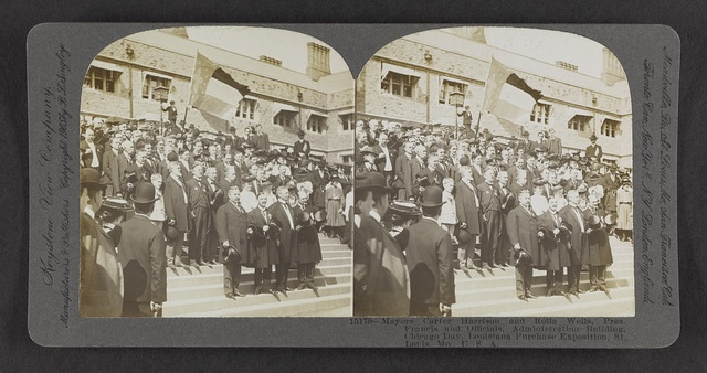 Mayors Carter Harrison and Rolla Wells, Pres. Francis and officials, Administration Building, Chicago Day, Parade passing Sunken Gardens, Parade of All Nations, Louisiana Purchase Exposition, St. Louis, Mo., U.S.A.
