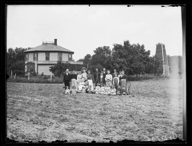 Octagonal house built by William H. Nutter, Sr.
