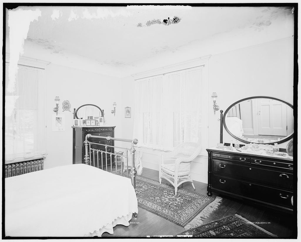 [Bedroom, residence of Mr. Fair, 40 Putnam Avenue, Detroit, Mich.]