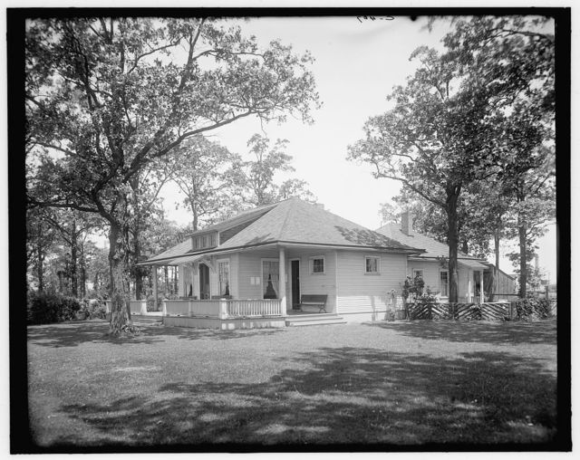 [Country club, rear view, Walkerville, Ont.]