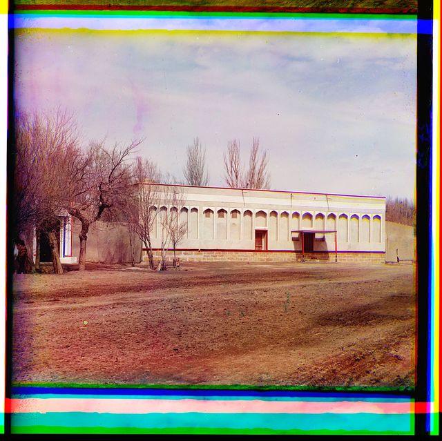 Dvoret︠s︡ Ėmira v sadu Kari bliz Bukhary