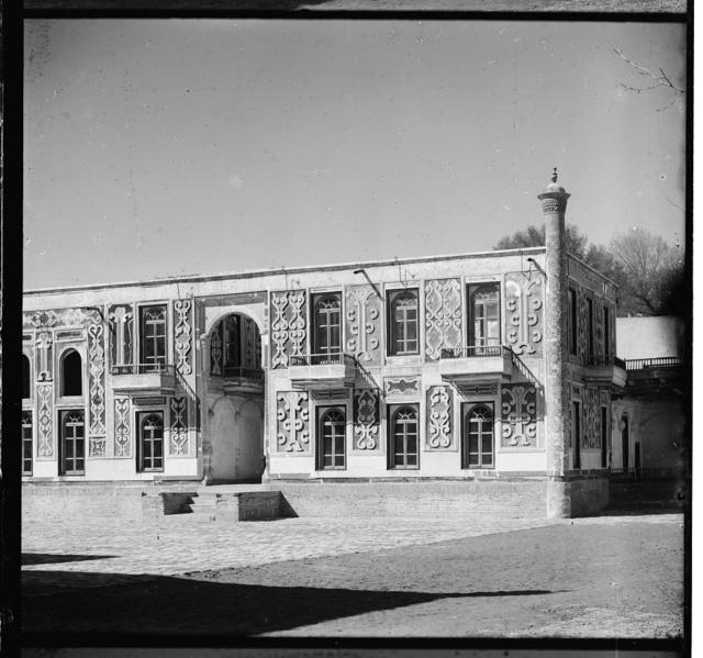 Dvoret︠s︡ v zagorodnom sadu Ėmira Shir-Budun. Bukhara