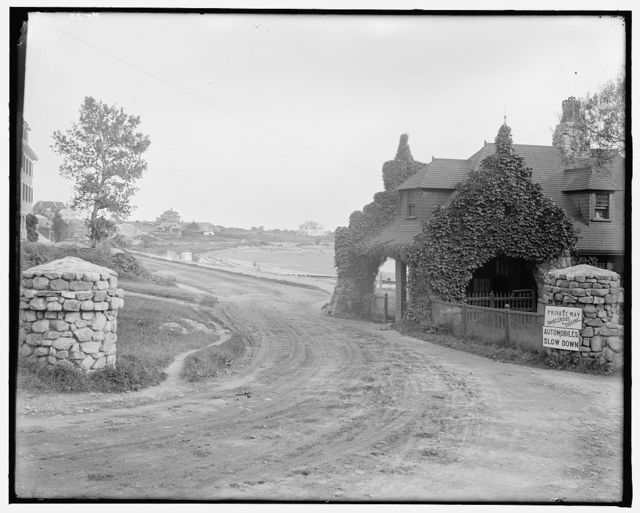 [Gate lodge & Niles Beach, East Gloucester, Mass.]
