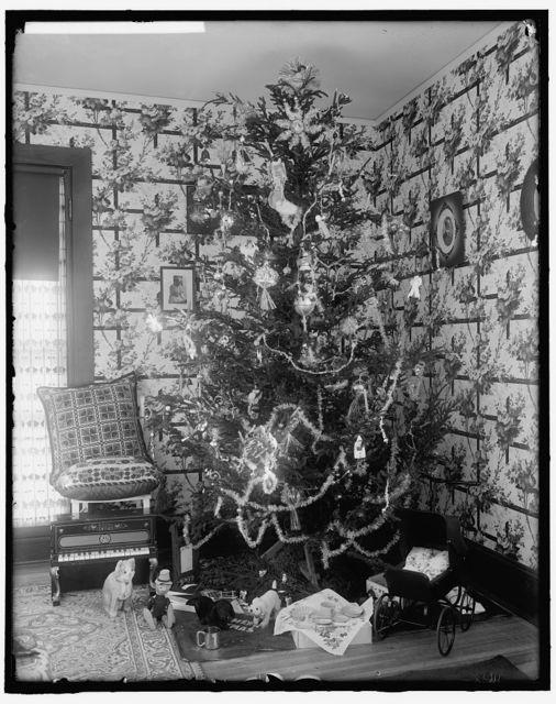 HARRIS, MARTHA. CHRISTMAS TREE