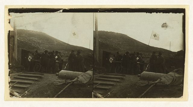 [Lifting a wounded Russian to a bicycle stretcher -- a Red Cross post during battle -- Port Arthur]