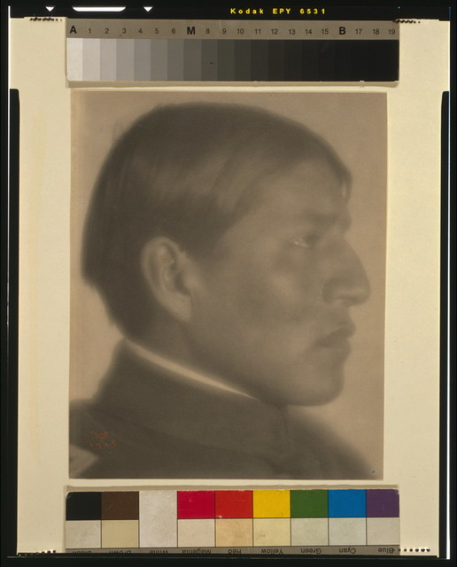 [Man in high-collared jacket, profile] / FHD 1905.