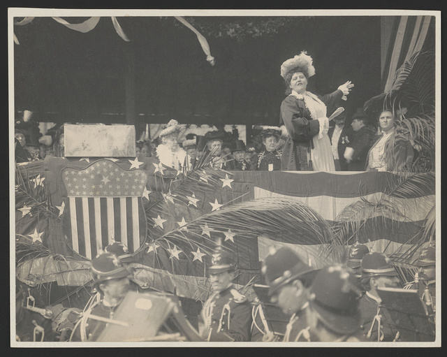 [Mrs. Fairbanks making address at the laying of the conerstone, Memorial Continental Hall, no. 5]