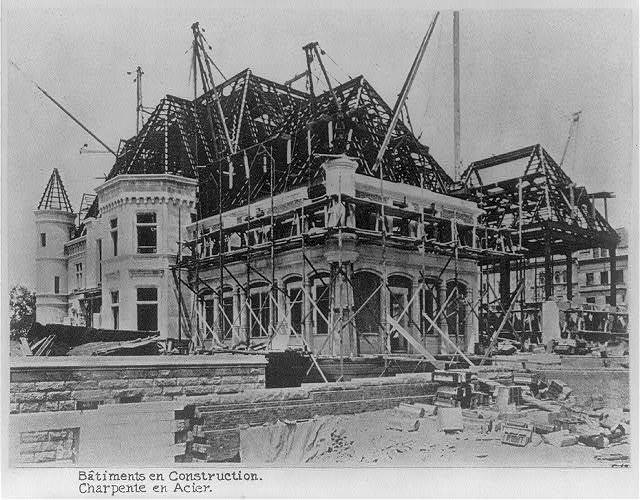 "[New York (City) - Riverside Drive - ""On the Hudson"", the French Renaissance style mansion of C.M. Schwab: rear view during construction]"