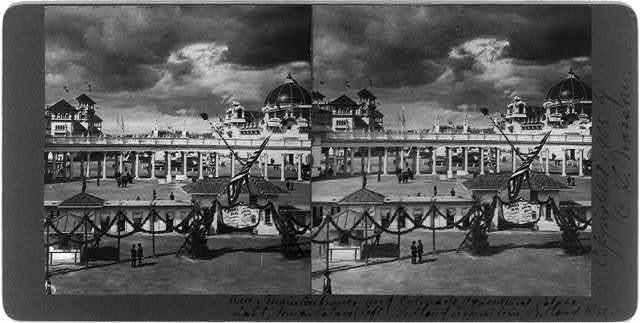 Over Main Entrance and Colonade, Agricultural Palace [r]ight, Foreign Palace (left), Portland Exposition, Portland, Ore.