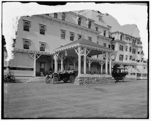 [Porte cochere with automobile, possibly Hotel Wentworth, New Castle, N.H.]