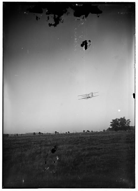 [Rear view of flight 46, Orville turning to the left; Huffman Prairie, Dayton, Ohio]