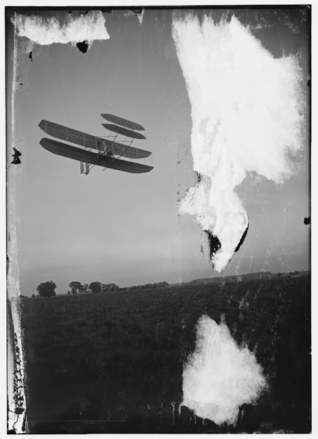 [Right front view from below of flight 46, Orville turning to the right; Huffman Prairie, Dayton, Ohio]