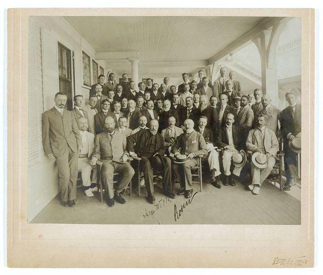 Russians & newspaper men - Sergei Witte, Baron Rosen with their suite and newspaper men / Perry E. Conner, Portsmouth, N.H.