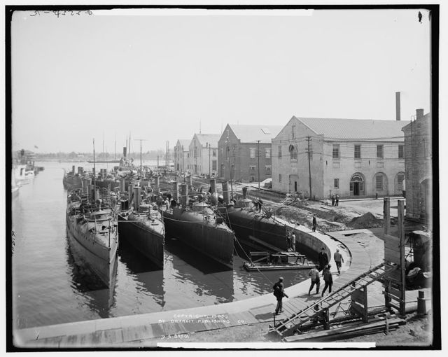 Torpedo boats in the wet dock, Norfolk Navy Yard, Va.