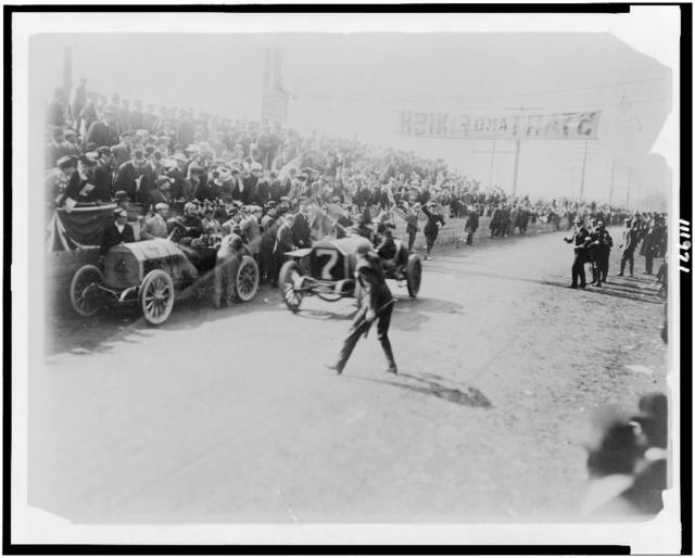 [Tracey finishing in the Vanderbilt cup race, for racing cars sponsored by W.K. Vanderbilt, Jr.] / photo by F. Ed. Spooner.