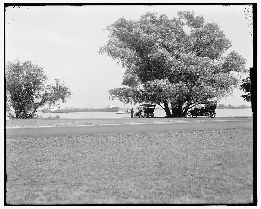 [View at head of Belle Isle Park, Detroit, Mich.]