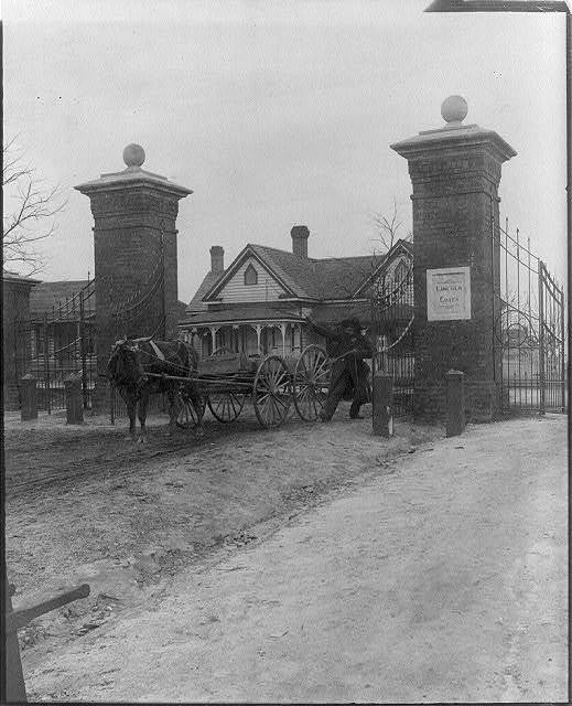 [25th anniversary of Tuskegee Inst., Ala., 1906: Lincoln gates and wagon]