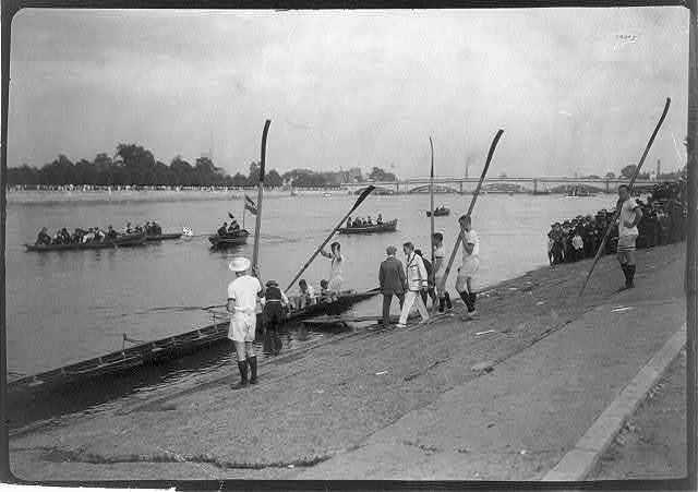 [8-oar shell race between Harvard and Cambridge. Cambridge, Mass. 1906]
