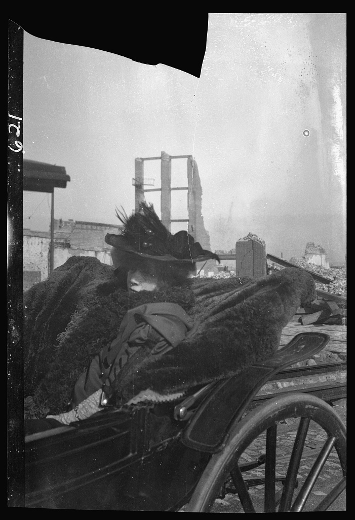 Bernhardt, Sarah, in carriage in San Francisco after the earthquake and fire of 1906