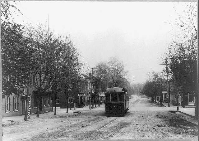 Maryland. Williamsport. Streetcar passing Potomac House