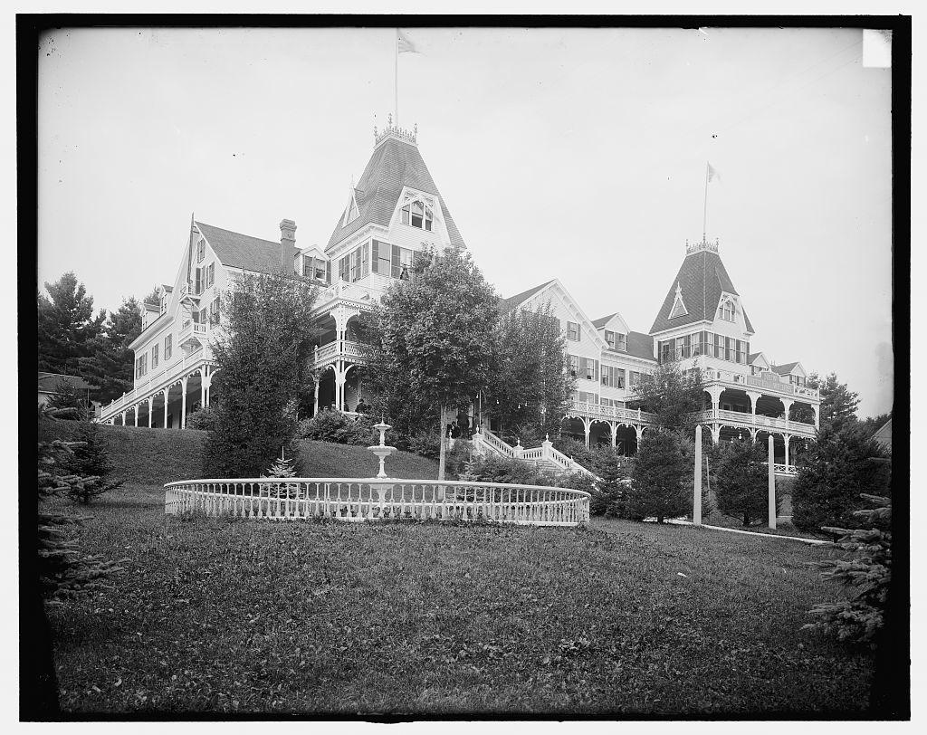 [New Hotel Weirs, Lake Winnipesaukee, N.H.]