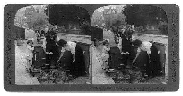 San Francisco earthquake, 1906: Cooking dinner in the street