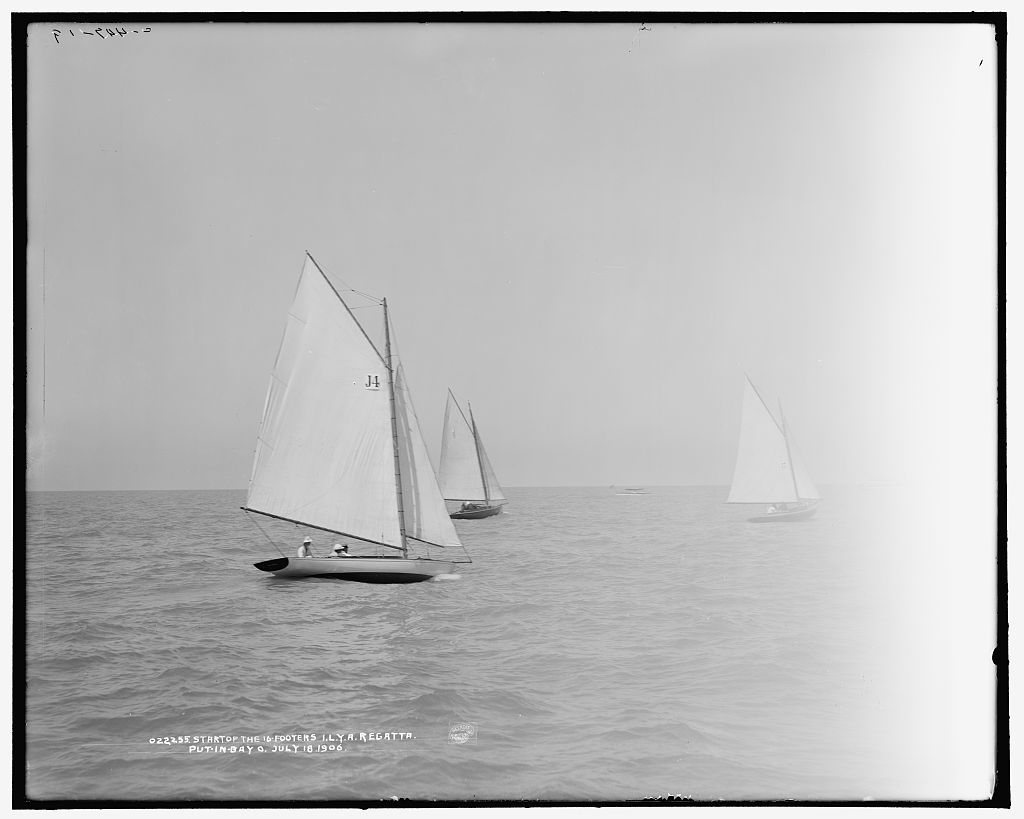 Start of the 16-footers, I.L.Y.A. [Inter-Lake Yachting Association] regatta, Put-in-Bay, O[hio]