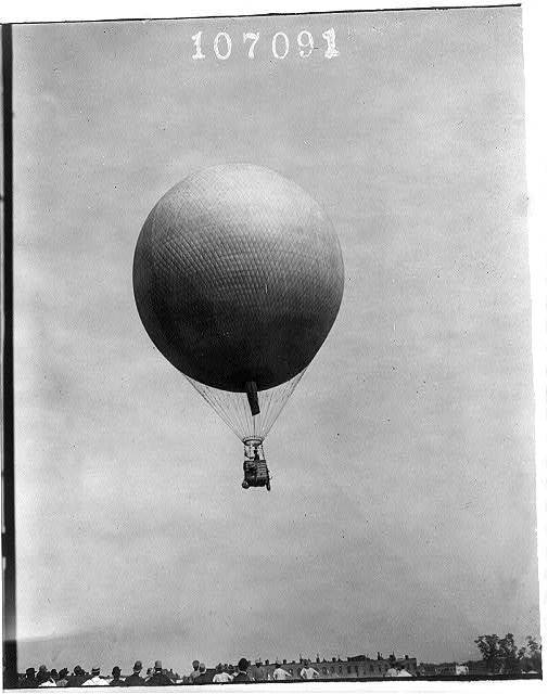 Balloon in flight during U.S. Signal Corps operations at Ft. Myer, Va., 1907