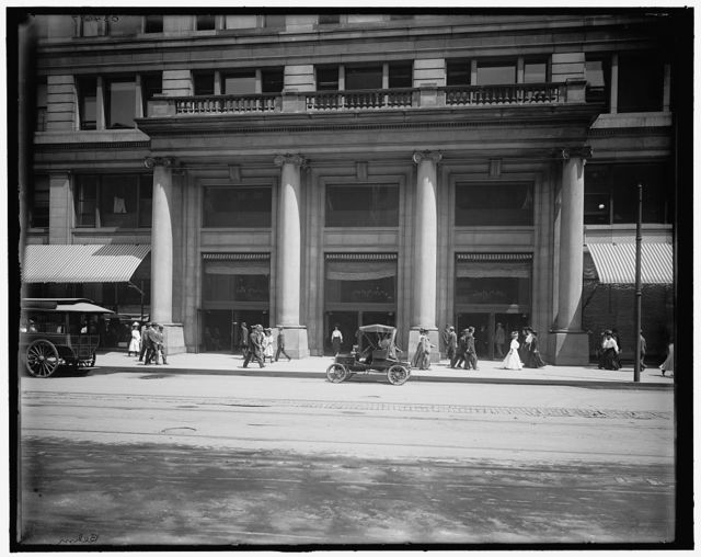 [Entrance to Marshall Field's (Marshall Field & Co.) store, Chicago, Ill.]