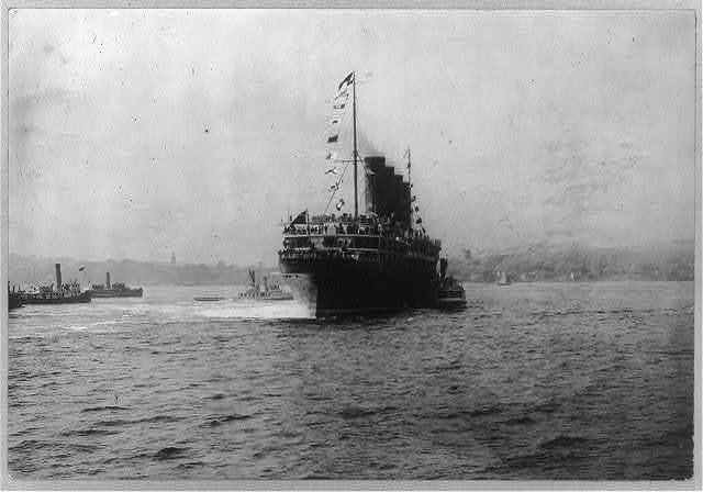 [LUSITANIA, 1907-1914, New York City: stern view, NYC, maiden voyage]