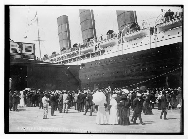 [LUSITANIA - arriving in New York City; close-up of starboard side at dock; crowd Broad category or subject: Ships.on dock], Photo Bain Coll. / Bain