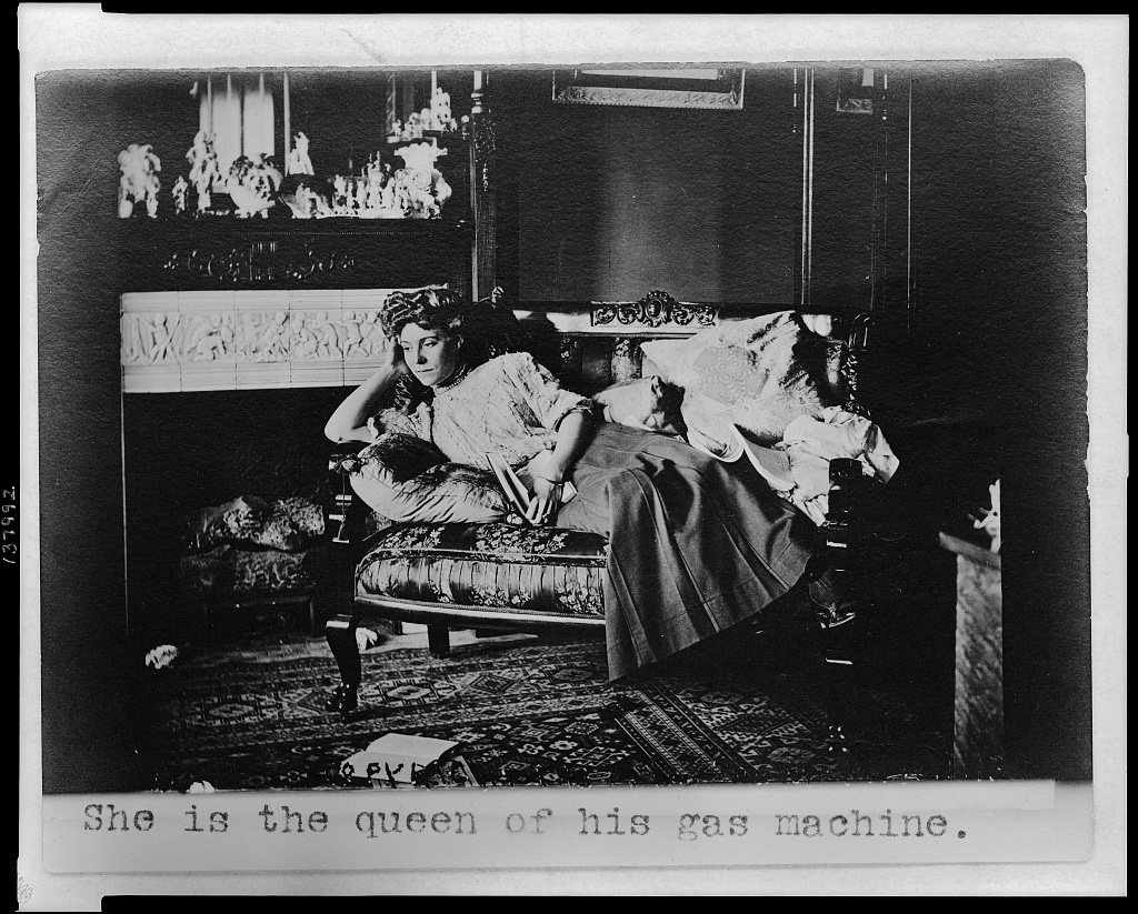 She is the queen of his gas machine / Copyright 1907 by Tom M. Phillips.
