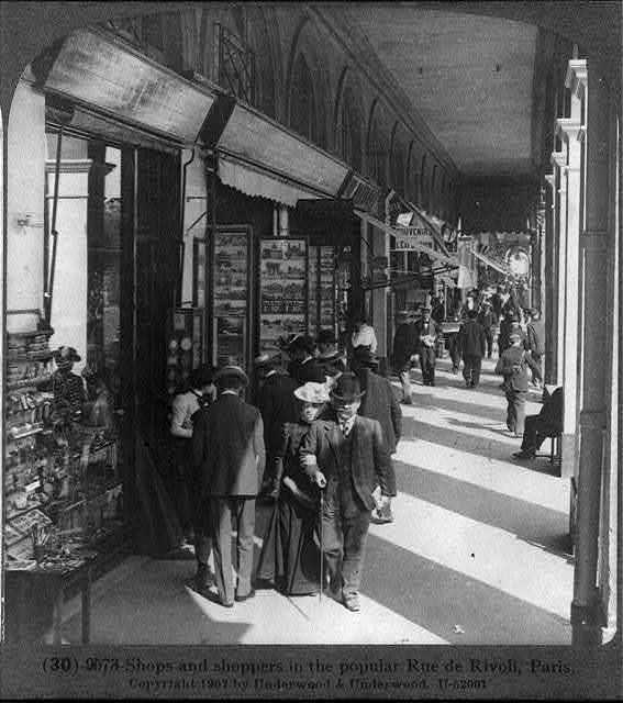 Shops and shoppers in the popular Rue de Rivoli, Paris