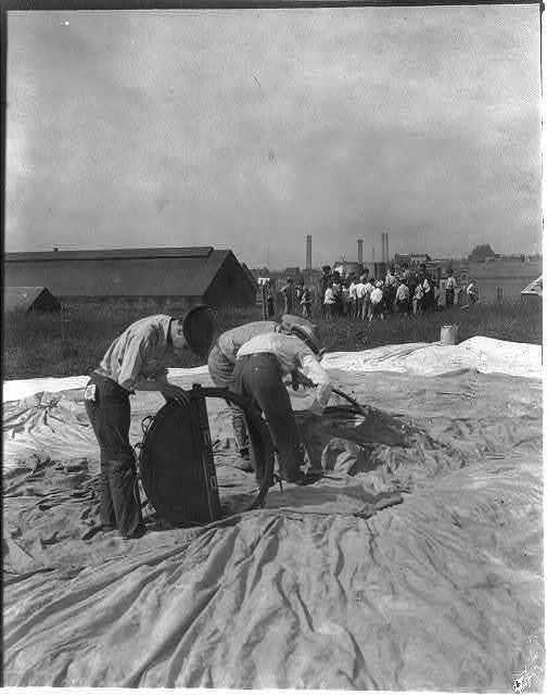 U.S. Signal Corps at work on balloon, Ft. Myer, Va., 1907