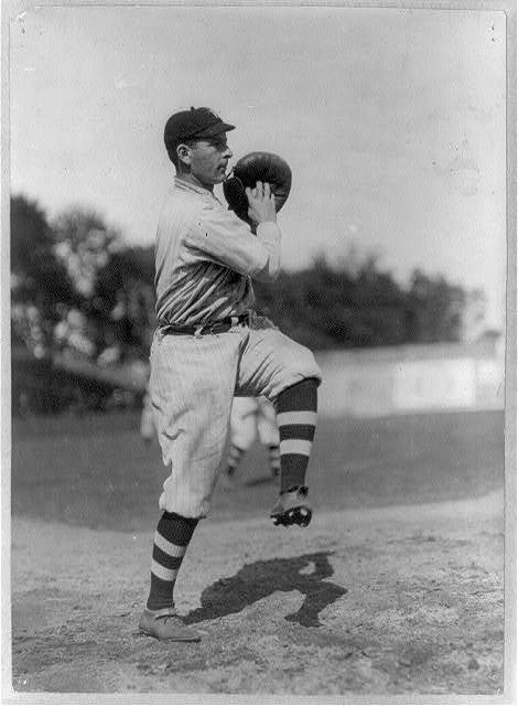 [Walter Allen Blair, baseball catcher, full-length portrait, facing right, in uniform of New York (AL), throwing ball]