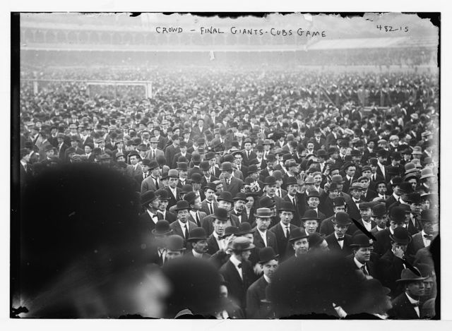 [Crowd leaving Polo Grounds;  Cubs at Giants - final game (baseball)]