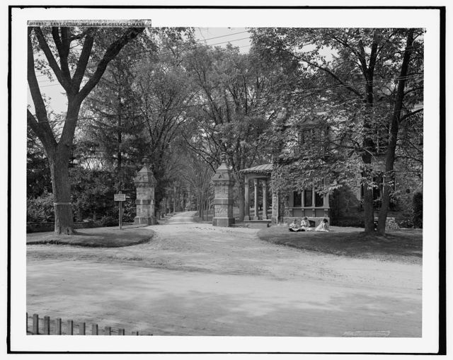 East lodge, Wellesley College, Mass.